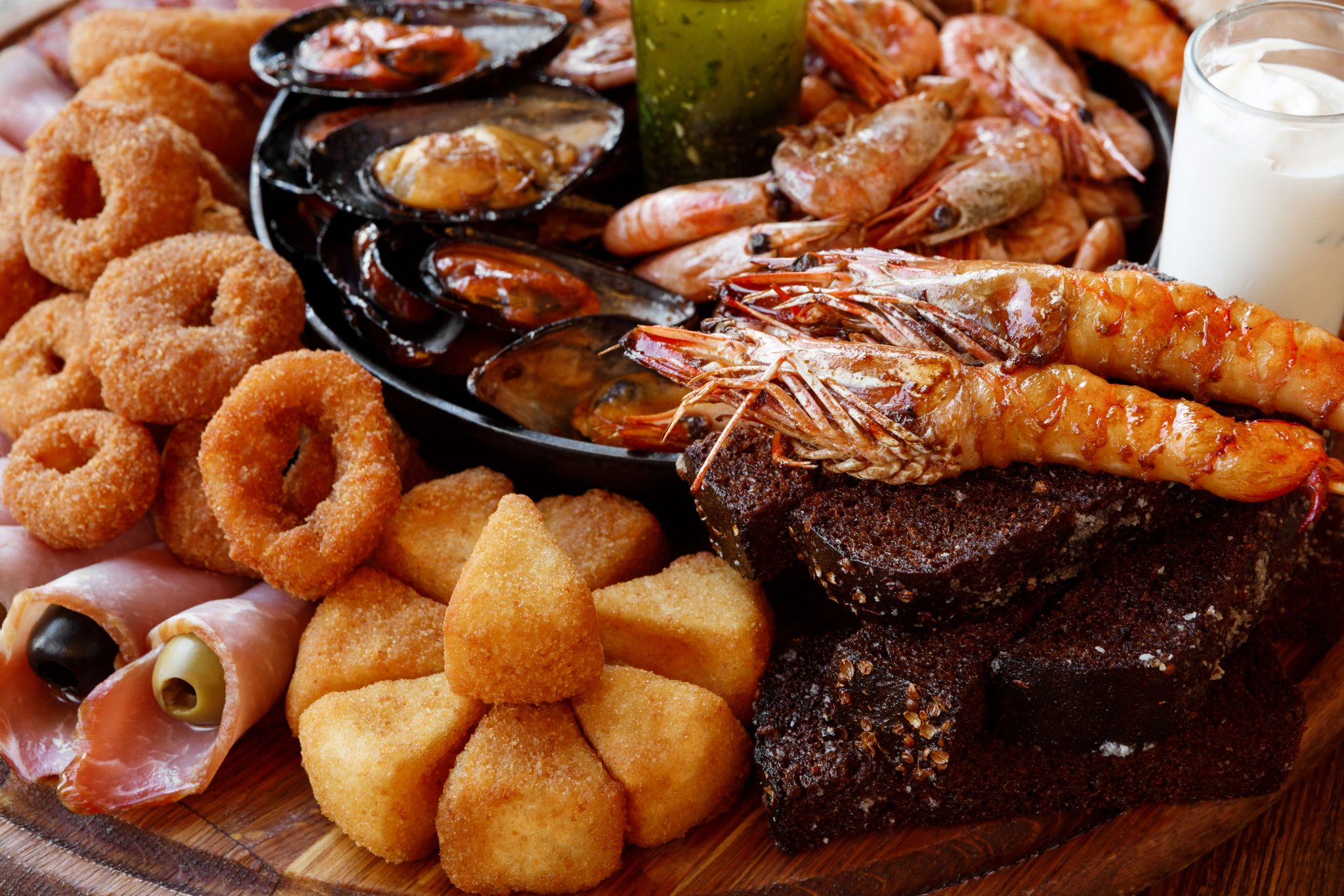 Picture of a Seafood Platter, but Has This Food Spoiled?